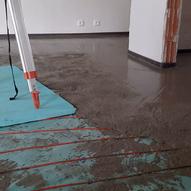 Doprava a čerpání litých podlahových betonů LPP
