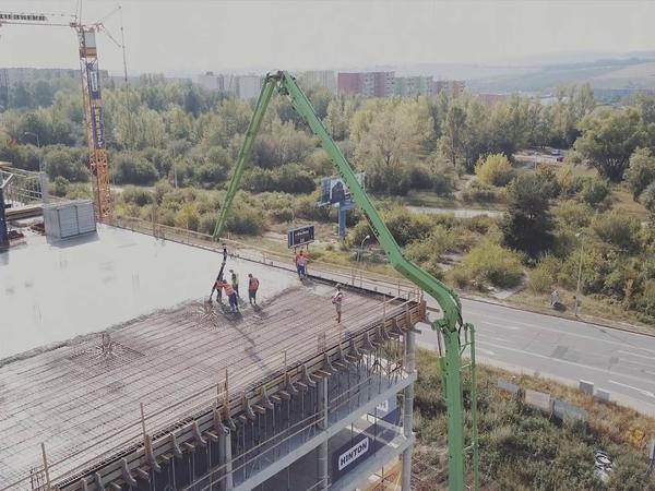 Čerpání betonu na stropní desku – dron